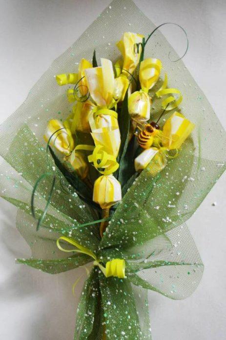 Жёлтый букет из конфет