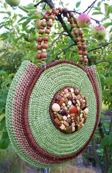 Зелёная сумочка из атласных ленточек