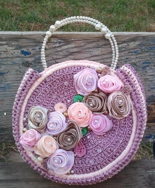 Сиреневая сумочка из атласных ленточек