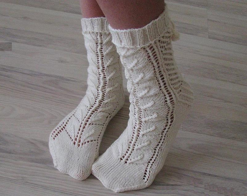 Вязаные носки — утепляем и украшаем ножки, 25 идей на фото