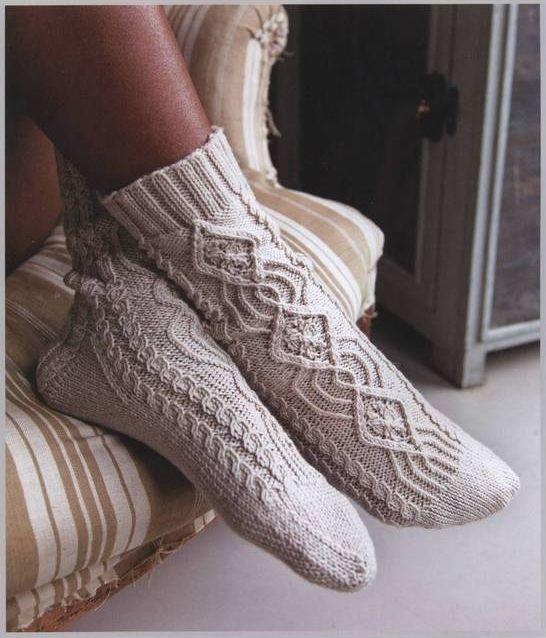Носки с арановыми переплетениями