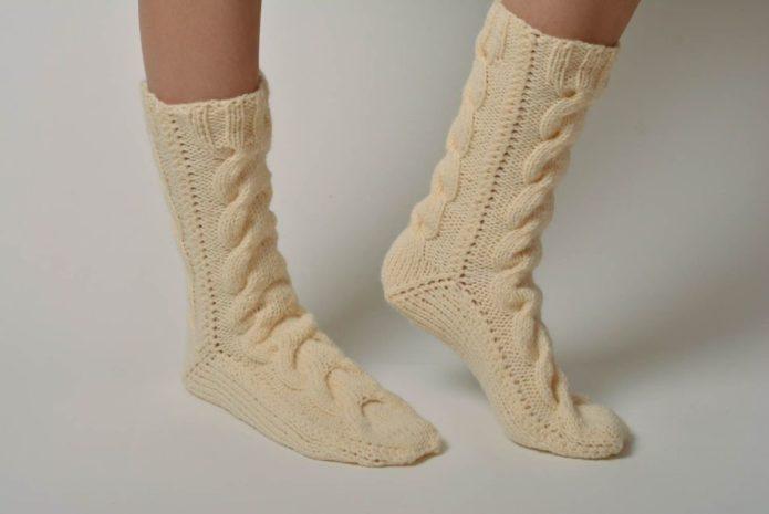 Тёплые носки с арановыми косами