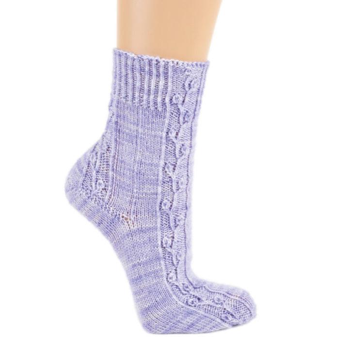 Носки с изящными арановыми узорами