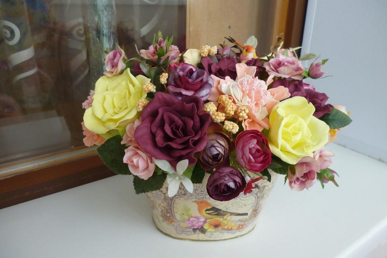 bc15a158c74d Самое простое, что можно придумать для использования цветов из фоамирана —  украсить ими комнаты. Такие букеты или растения в горшках будут долго  радовать.