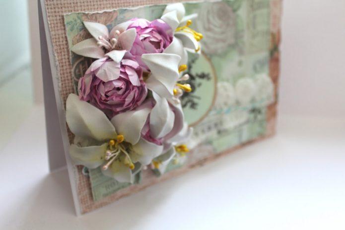 Украшенная цветами открытка