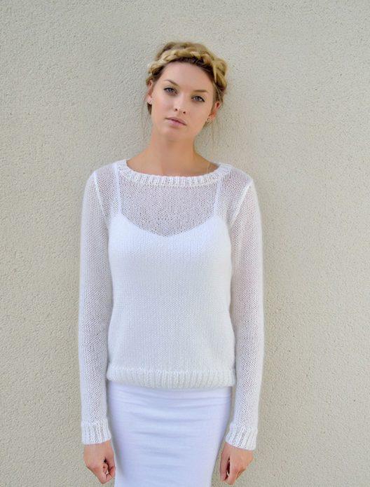 Белый пуловер из мохера