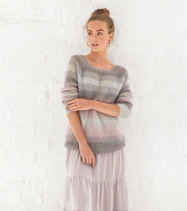 Полосатый пуловер из мохеровой пряжи