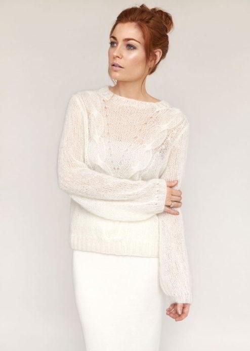Нарядный белый пуловер из мохера