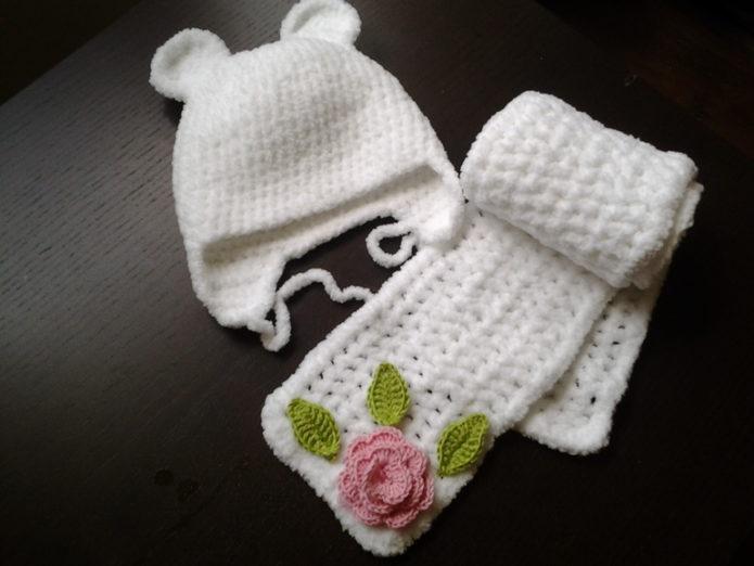 Детские шапочка и шарфик из плюша