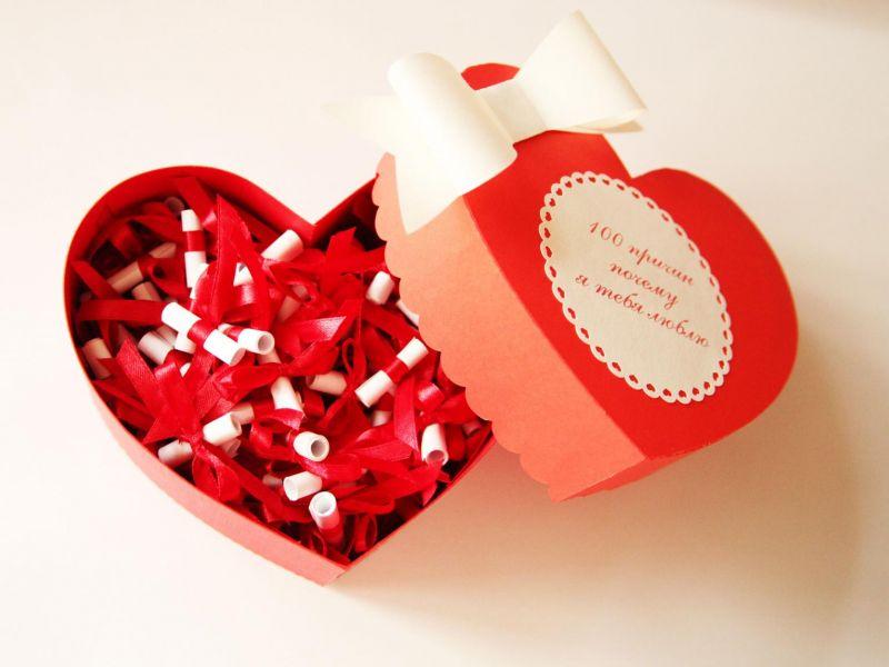 Подарочные коробки на 14 февраля: что положить и как украсить