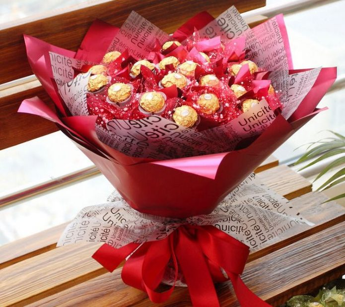 Букет из конфет на 14 февраля