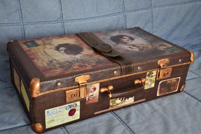 Кожаный чемодан с декупажем