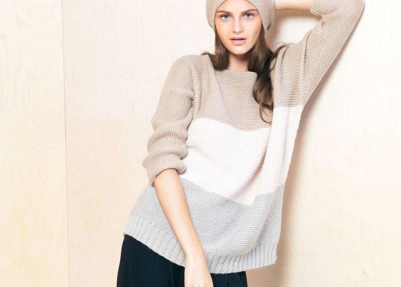 Готовимся к весне — вяжем красивые и модные свитеры спицами