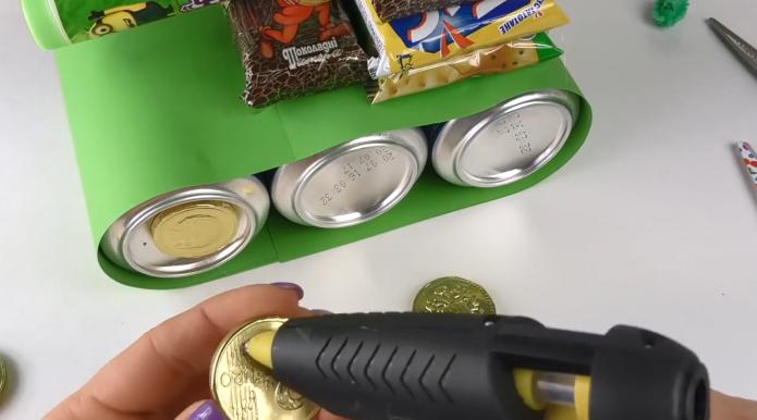 Шоколадные монеты вместо колёс