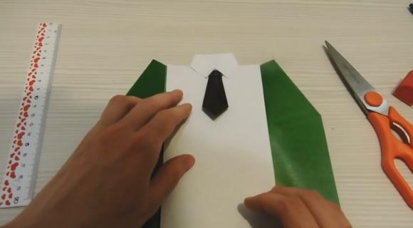Рубашка и галстук из бумаги