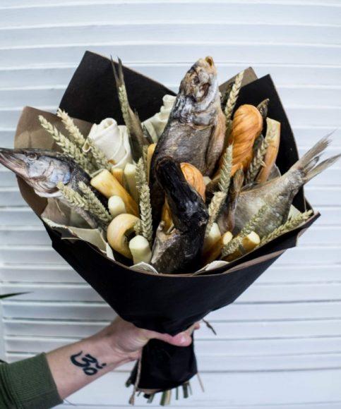 Букет из рыбы и сыра на 23 Февраля