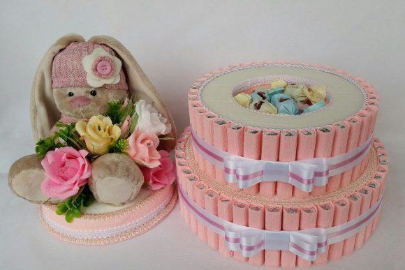 Торт из конфет с мягкой игрушкой