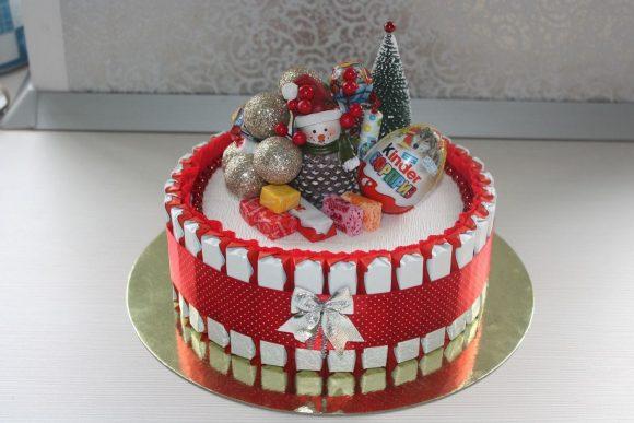 Новогодний торт из конфет