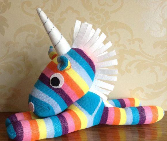 Единорог из носков
