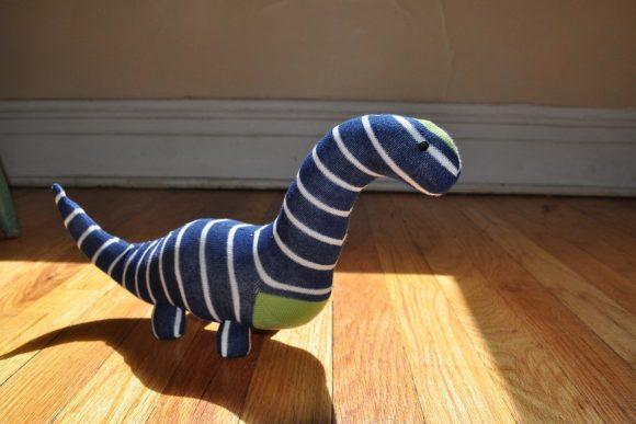 Динозаврик из носков