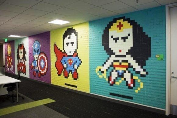 Супергерои из стикеров на стене