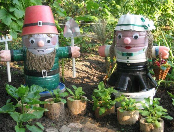 Садовые гномы из бутылок