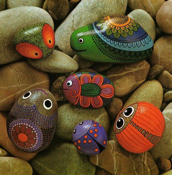 Поделки из гальки в виде нарисованных животных