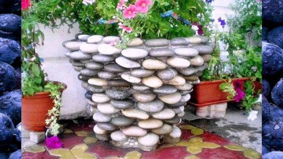 Напольное кашпо для цветов, сделанное из гальки