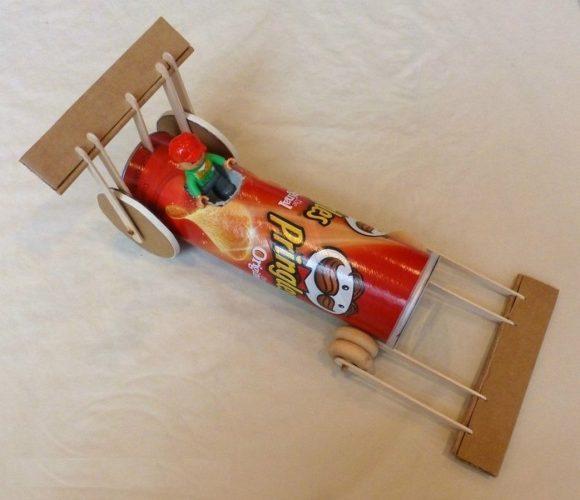 Машинка из банки Pringles