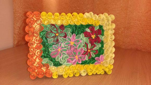 Яркая картина из цветов