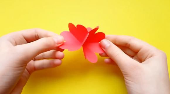 Склеивание цветка из трёх заготовок