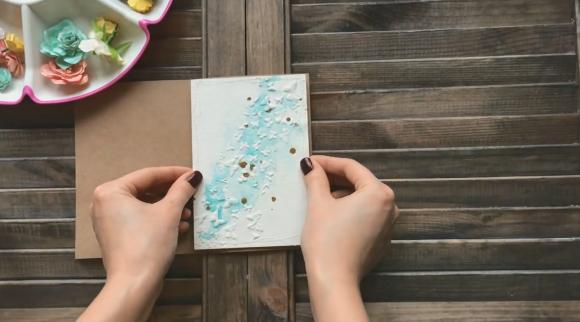 Приклеивание картона к крафтовой бумаге