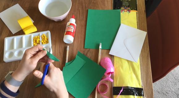 Вырезание листков из бумаги