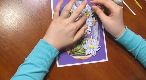 Изготовление открытки в технике квиллинг