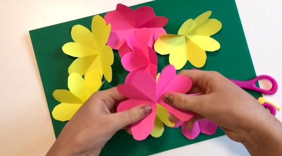 Заготовка цветов из бумаги для открытки
