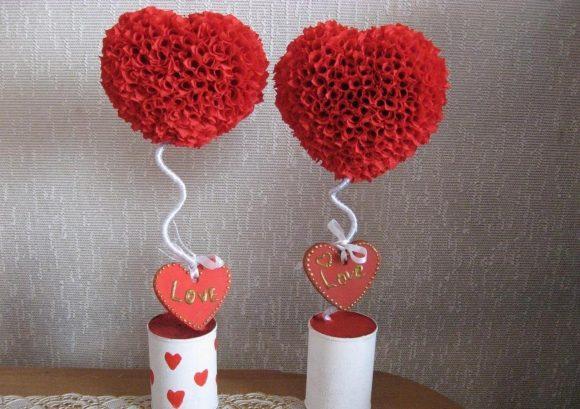 Топиарии в форме сердца из гофрированной бумаги