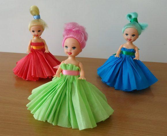 Платья из гофрированной бумаги для кукол