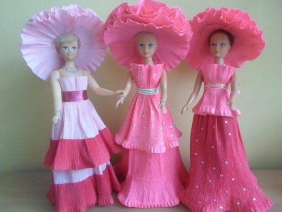 Шляпы и платья из гофрированной бумаги для кукол