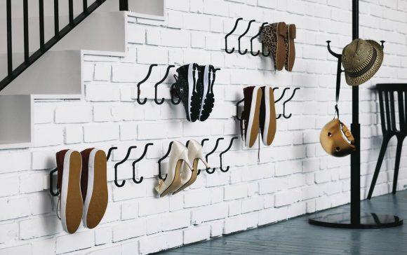 Обувь на крючках