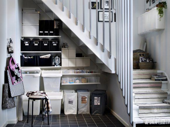 Ёмкости для хранения под лестницей