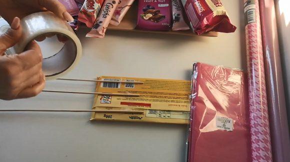 Формирование букета из сладостей