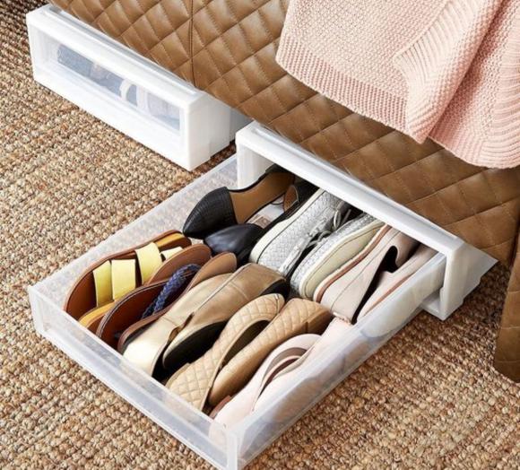 Идея хранения обуви в ящиках под кроватью