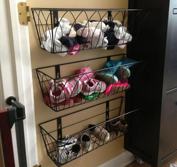 Корзины для обуви на стене