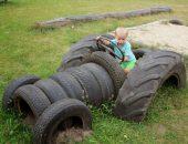 Модель автомобиля из покрышек для ребёнка