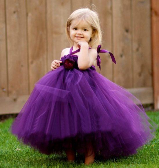 Девочка в платье из фатина