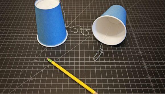 Стаканчики, нитка, карандаш
