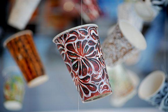Украшения на нитке из стаканчиков