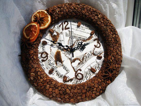 Настенные часы из кофе