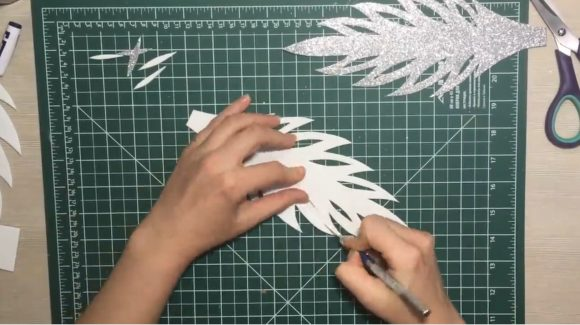 Создание прорезей макетным ножом