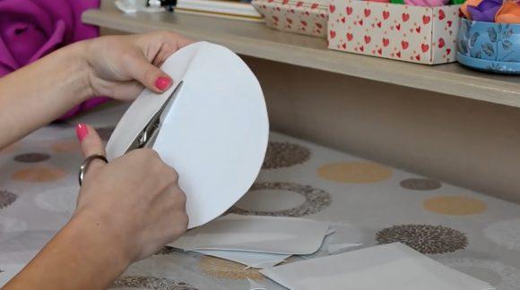 Разрезание круга из фоамирана пополам